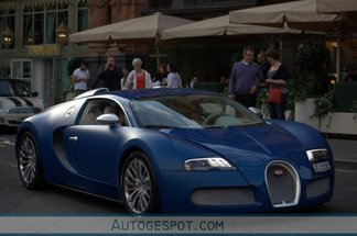 exotic car spots worldwide hourly updated autogespot bugatti veyron 16 4 bleu centenaire. Black Bedroom Furniture Sets. Home Design Ideas